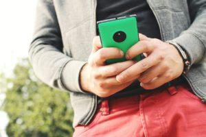 Rachunki za usługi telekomunikacyjne – jak je obniżyć i czego uczyć swoje dzieci na ich podstawie?